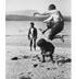 Xogando na praia. ca 1900